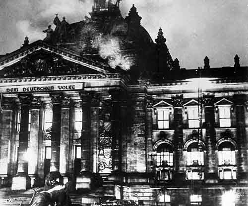 Reichstag_fire_1933_small